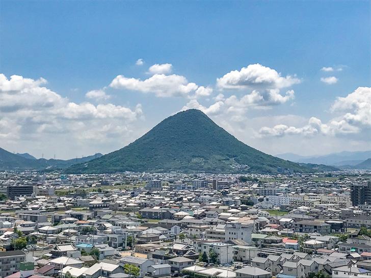 飯野山(讃岐富士):丸亀城から